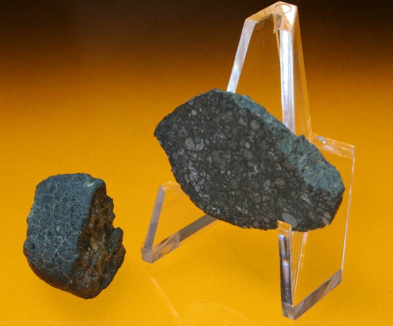 Allende, Carbonaceous chondrite, Mexico 6.6g and 5.1g; P8,000.00