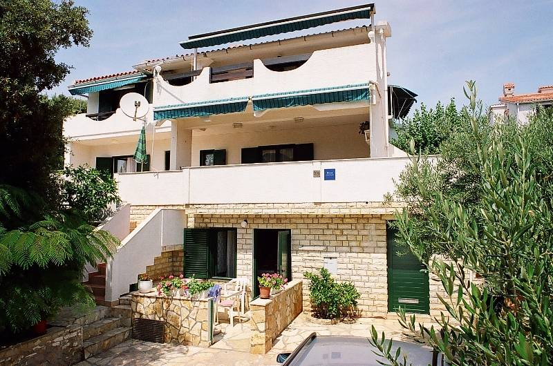 LOCATION-Welcome in Mandre, Apartments TeaTom-Kaurloto. Stay as in Your home.Need a holiday?  Come to warm south.Enjoy sunny island of  Pag and beautiful fishing village Mandre.,  Primorska,39, Mandre, Kolan, 23251, Croatia