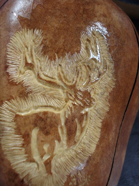 Deer relief carved on gourd containier lid