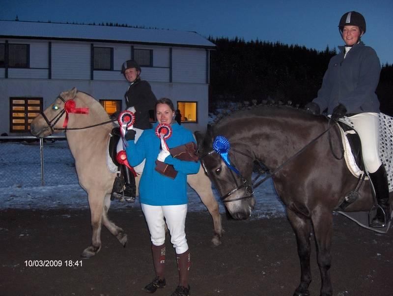 Klubbmestere dressur 2009. 1.plass Siv Anne/Maikel, 2.plass Line/Torine og 3.plass Christin/ Rigel.