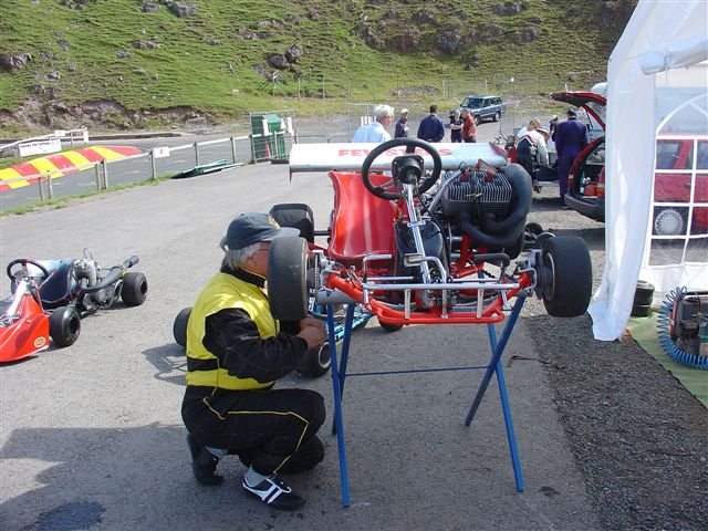 SHANNON GASSON TINKERING WITH HIS STAR KART - YAMAH 250 TWIN