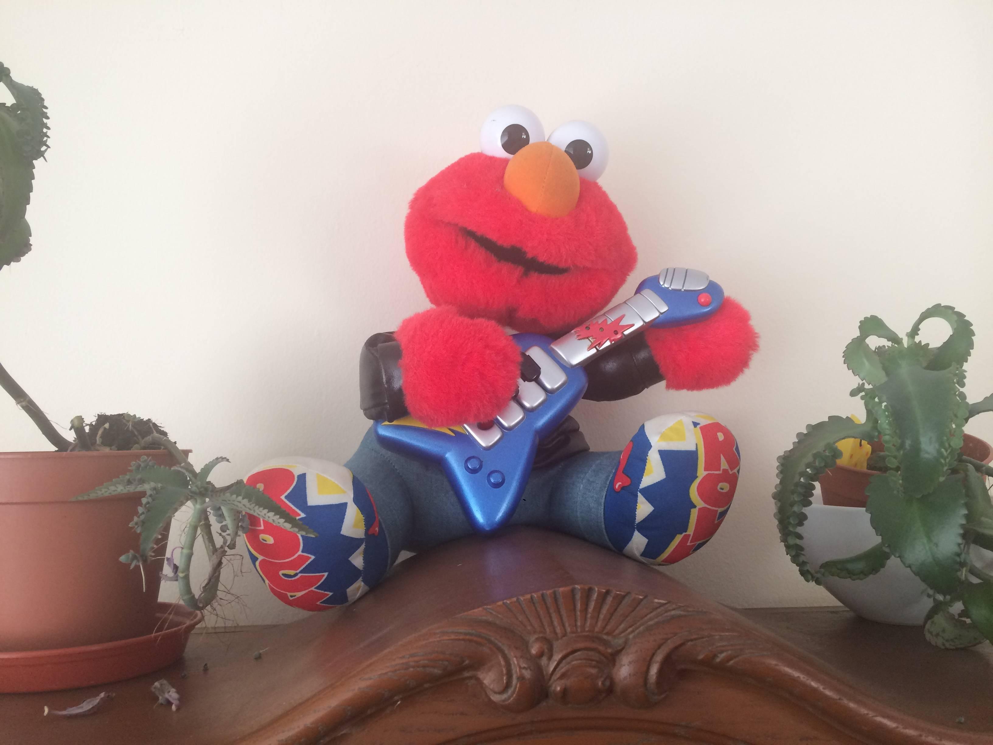 Elmo with Guitar
