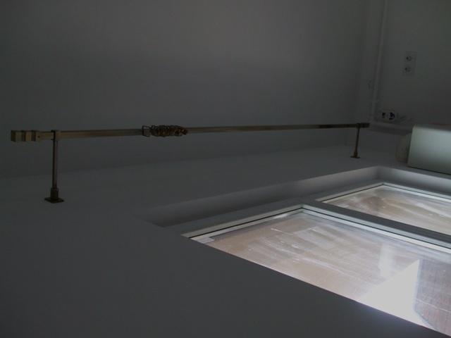 Galerie perdea de nuanta aurie design modern forma patrata