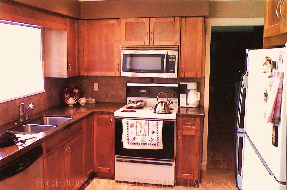Maple Shaker Kitchen & Granite Countertop