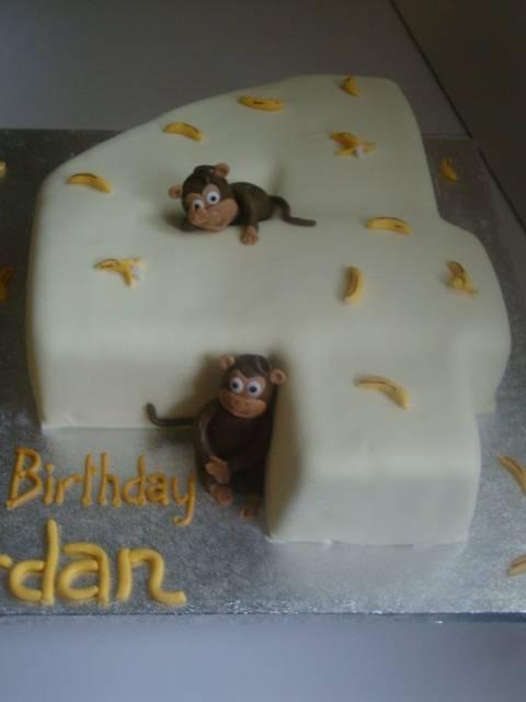 Monkey themed birthday cake (B072)