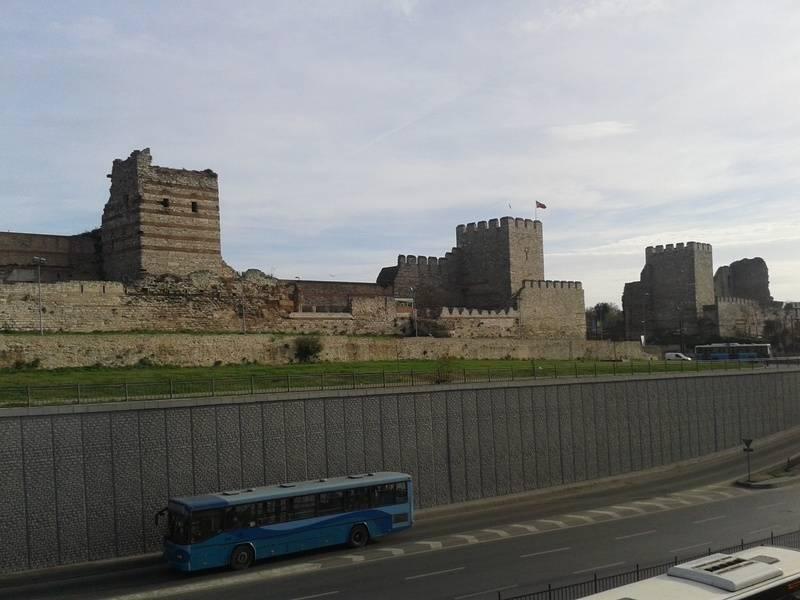 Teodosijev zid - Kapija sv. Romana