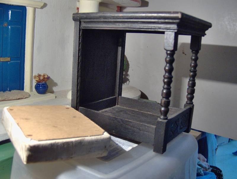 Showing base of mattress..