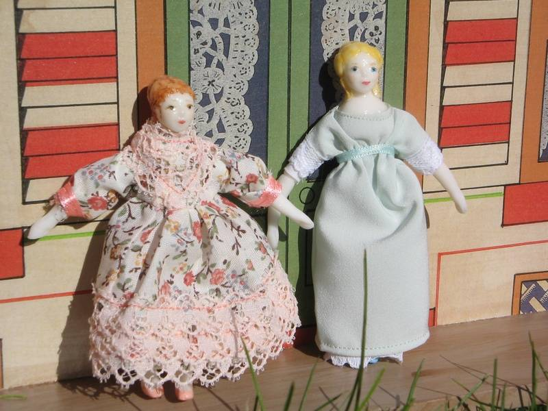 Retro victorian dollhouse Dolls