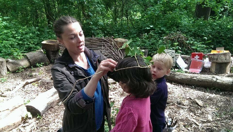 Making ivy crowns