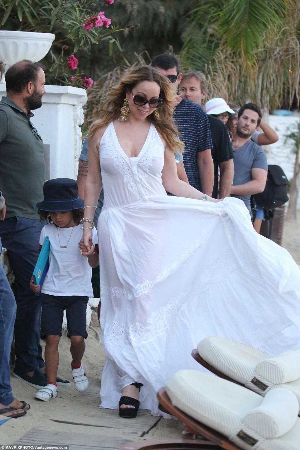 Mariah Carey was spotted out for dinner and partying by the sea in gorgeous floor length beach dress