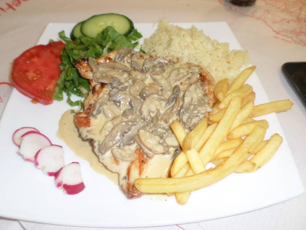Creamy chicken at La Caretta.