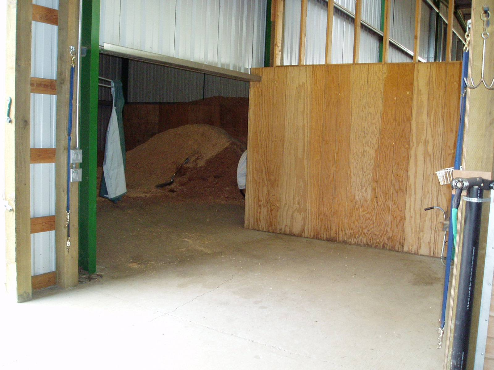 Shavings Bin & Shoeing Station - now has rubber mats for flooring.