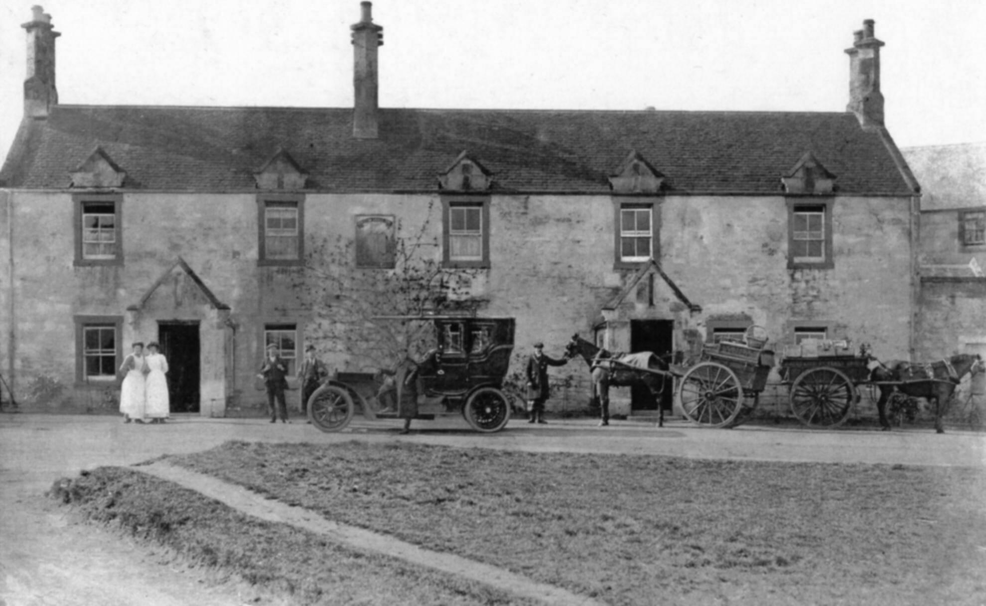 The Castle Inn, Dirleton, 1905.