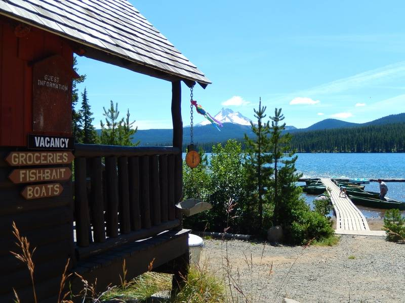 Store, lake & Mountain