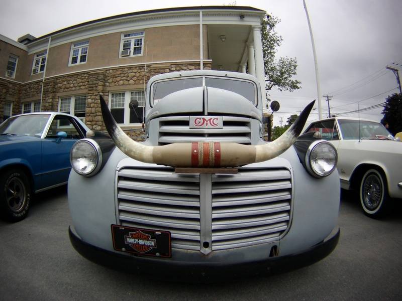 GMC Classic with Bull Horns