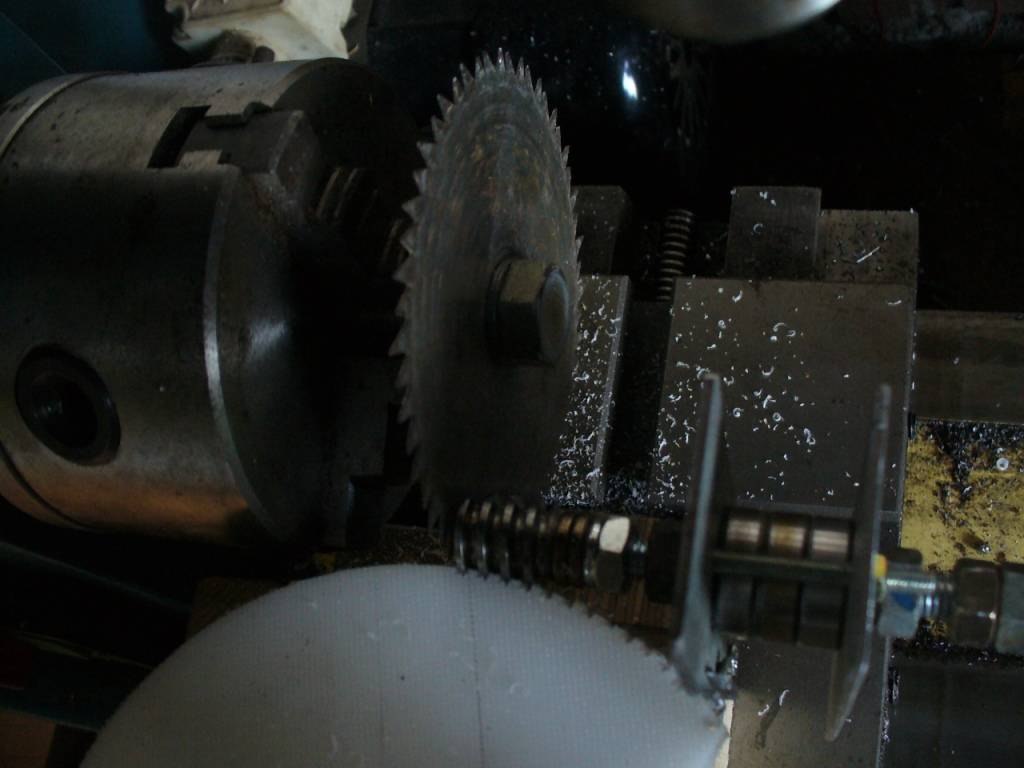 Cutting the worm gear wheel