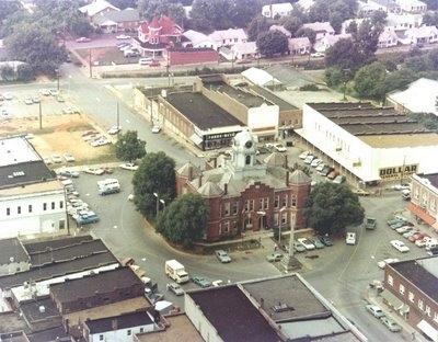 1972 LAWRENCEBURG, TN