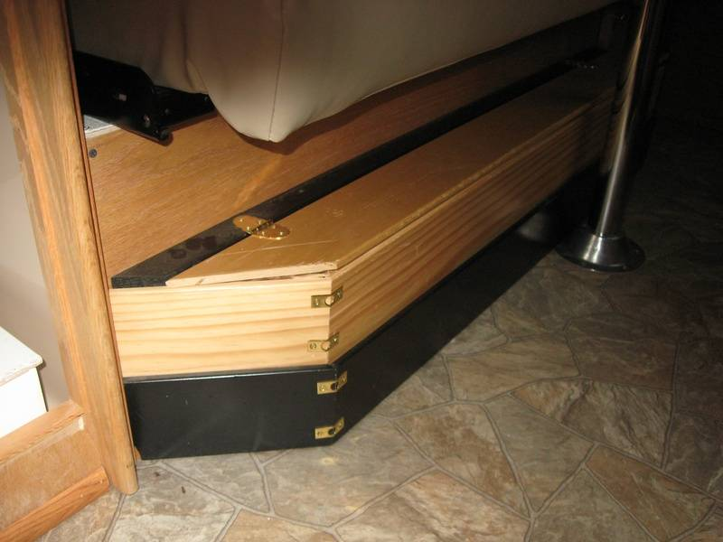 SNOOZY SHOE BOX