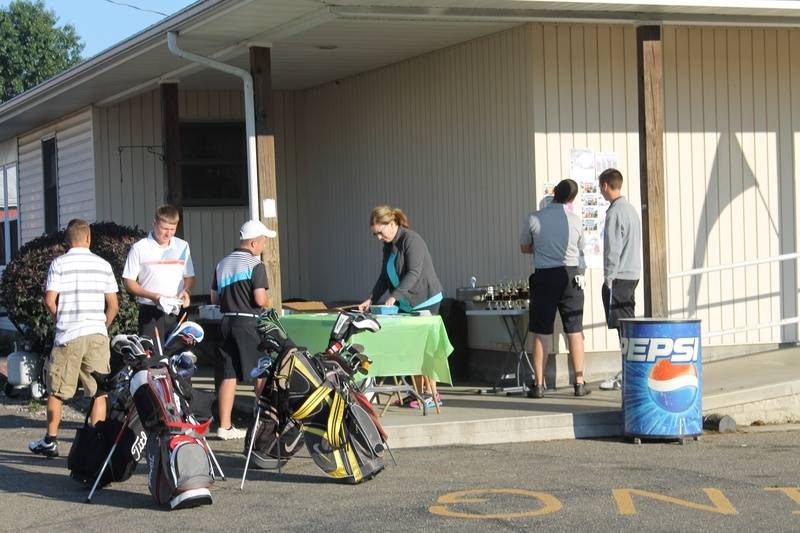 Registering golfers