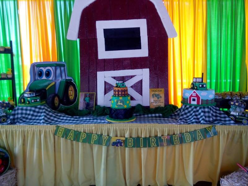 John Deer Tractor Cake (3)