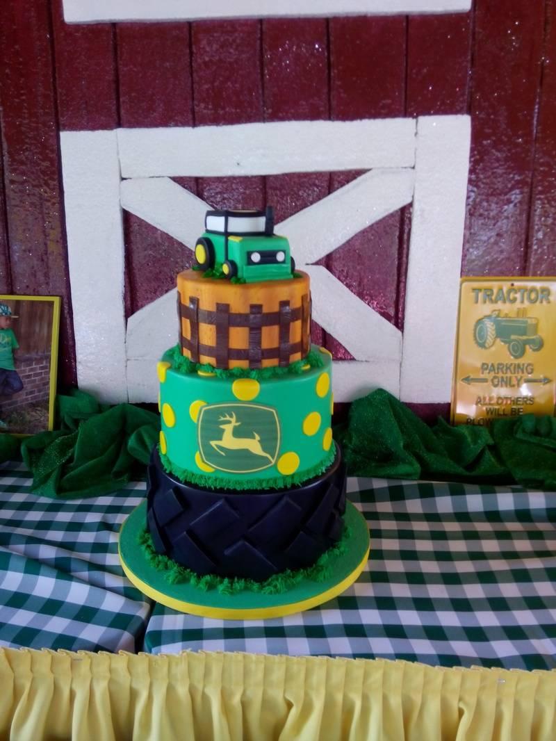 John Deer Main Cake 2/3