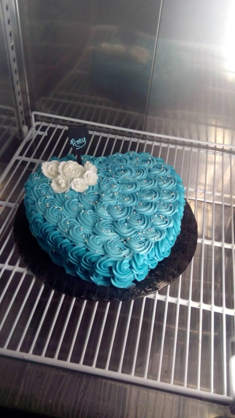 Rosette Heart Buttercream Cake