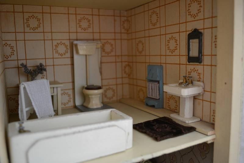 Triang No. 50, bathroom