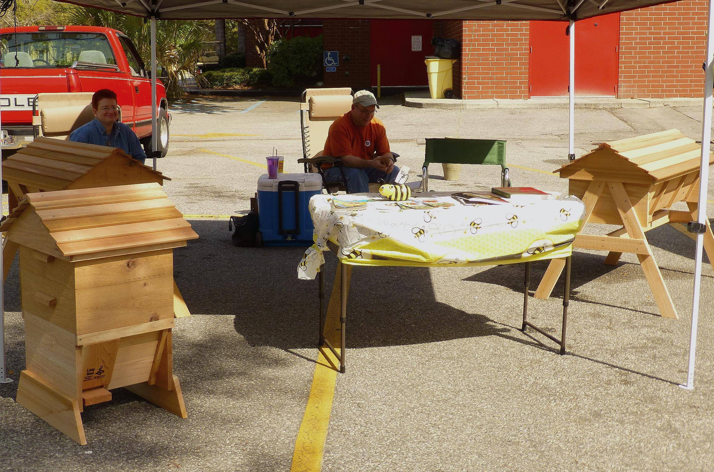 Lazy Bee Top Bar Hives Booth