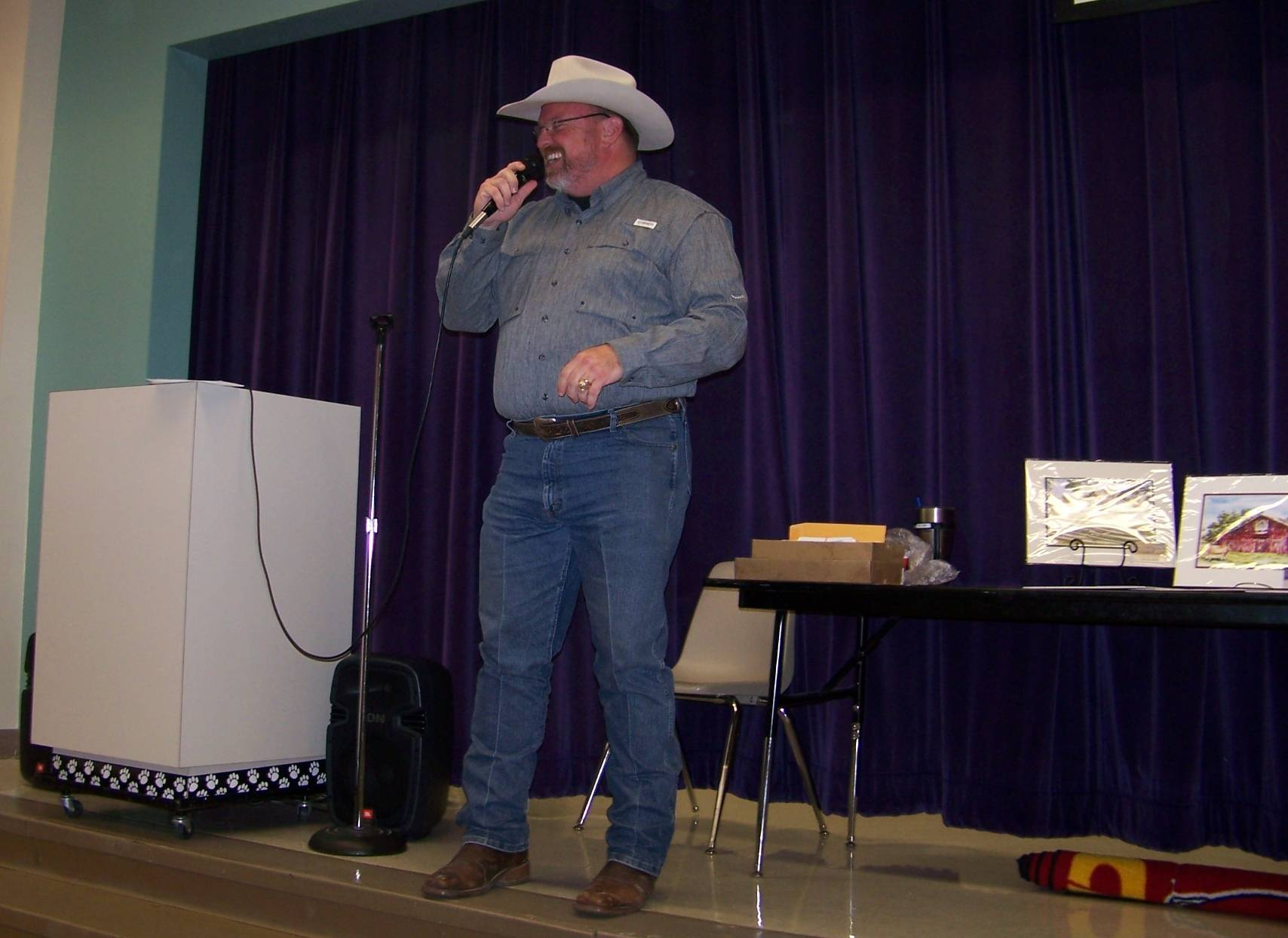 Auctioneer Bobbly Whitson