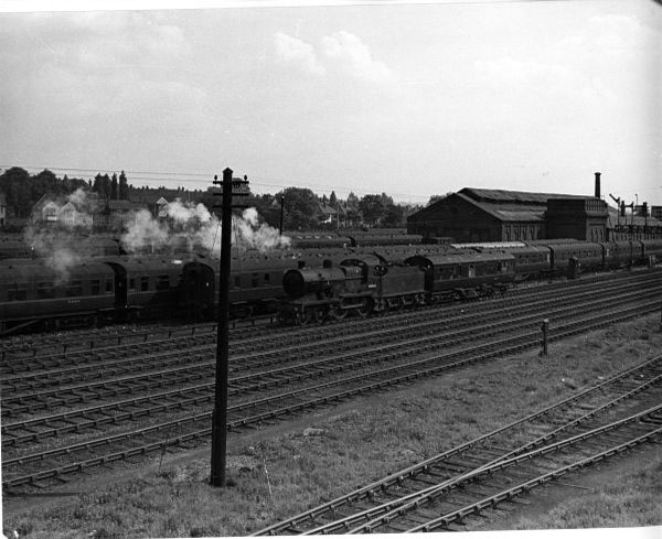 40646 with Engineers saloon at NewMills CS .1958