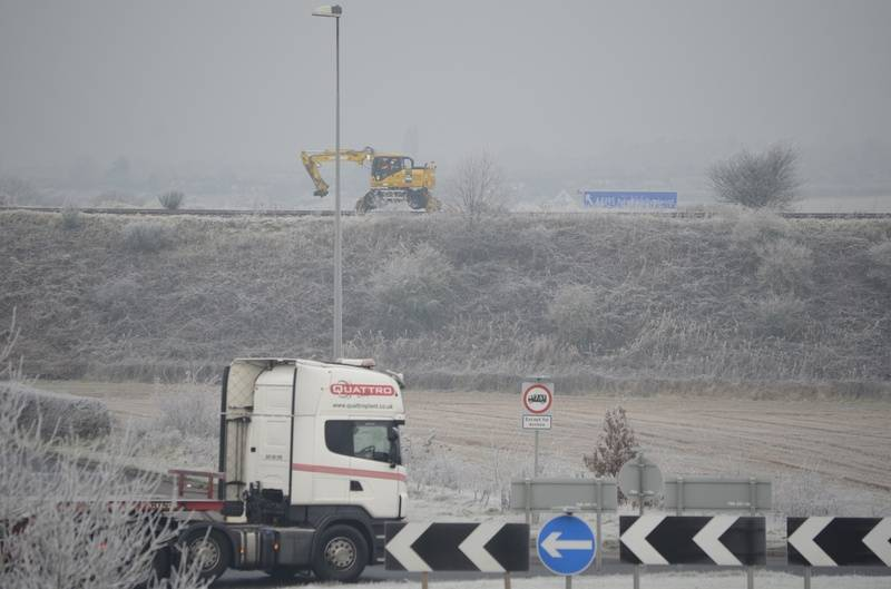 Quattro lorry passes on the A5