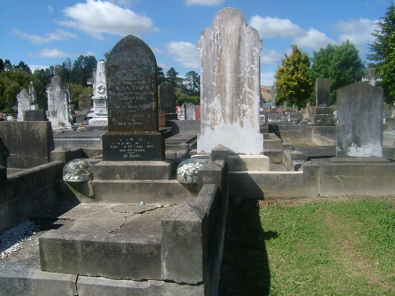 Stella and Ethel Bennier Grave
