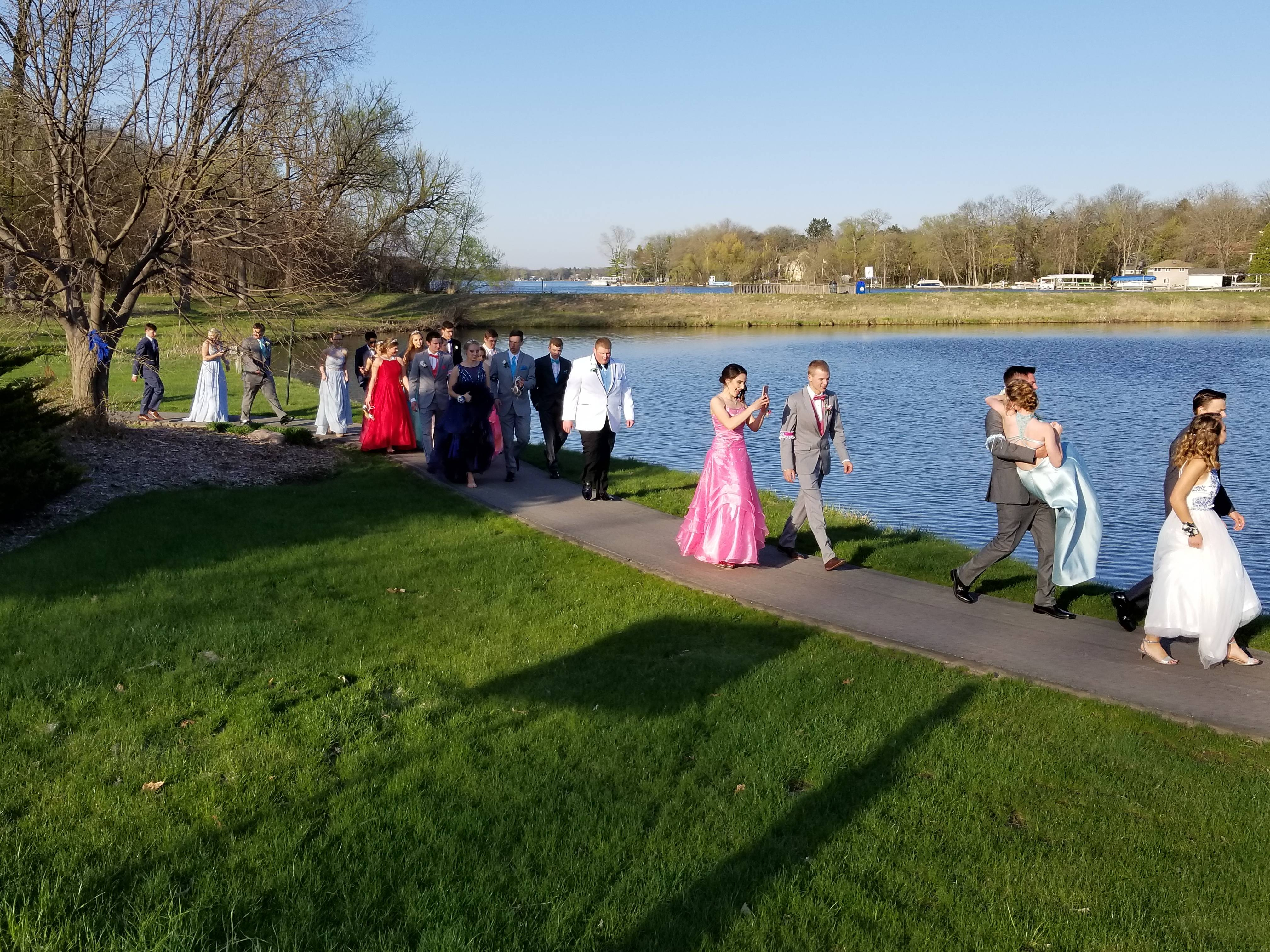 Eagle Prom 2018 Heading to bridge