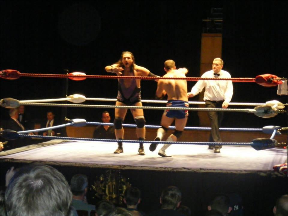 Alan Lee Travis throws Joe Legend