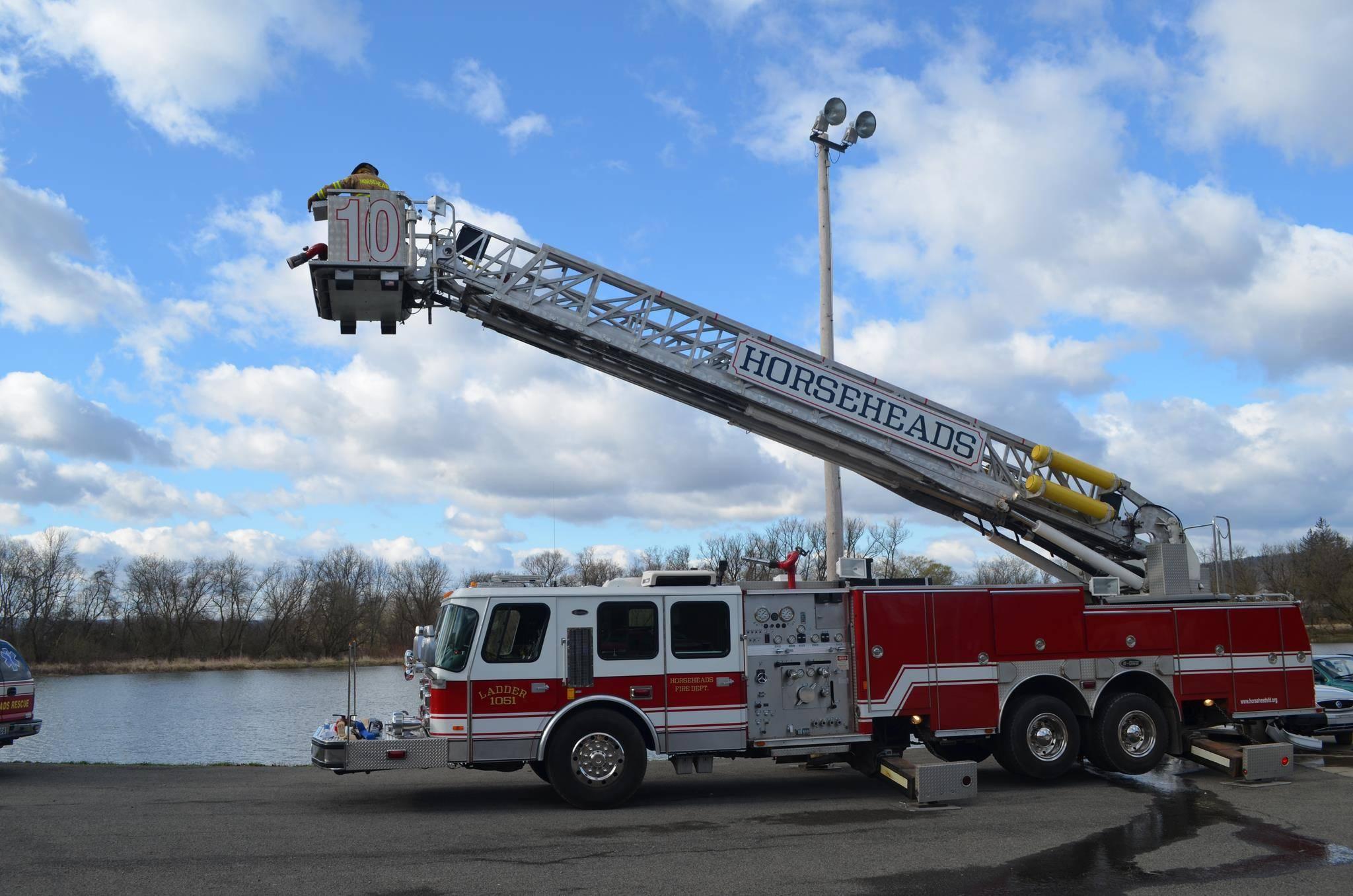 1051 - Ladder