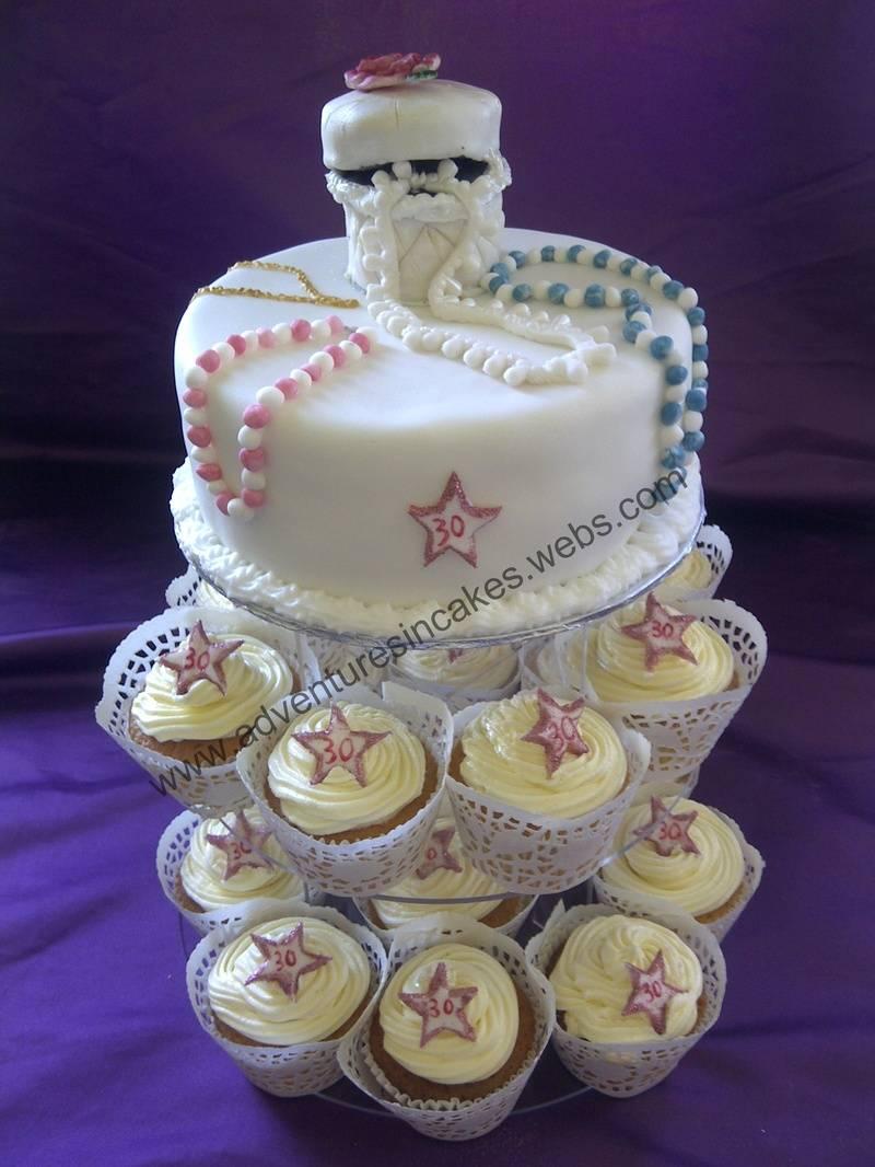 jewellery cake and cupcakes