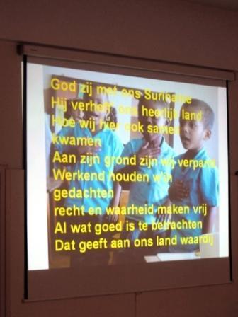Eerst het Surinaams volkslied