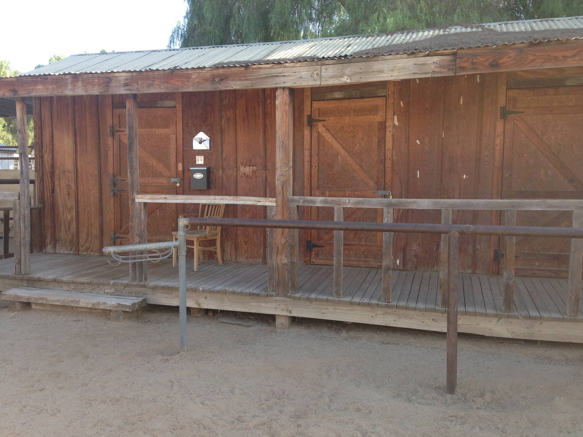 Office/tack rooms/tie rail
