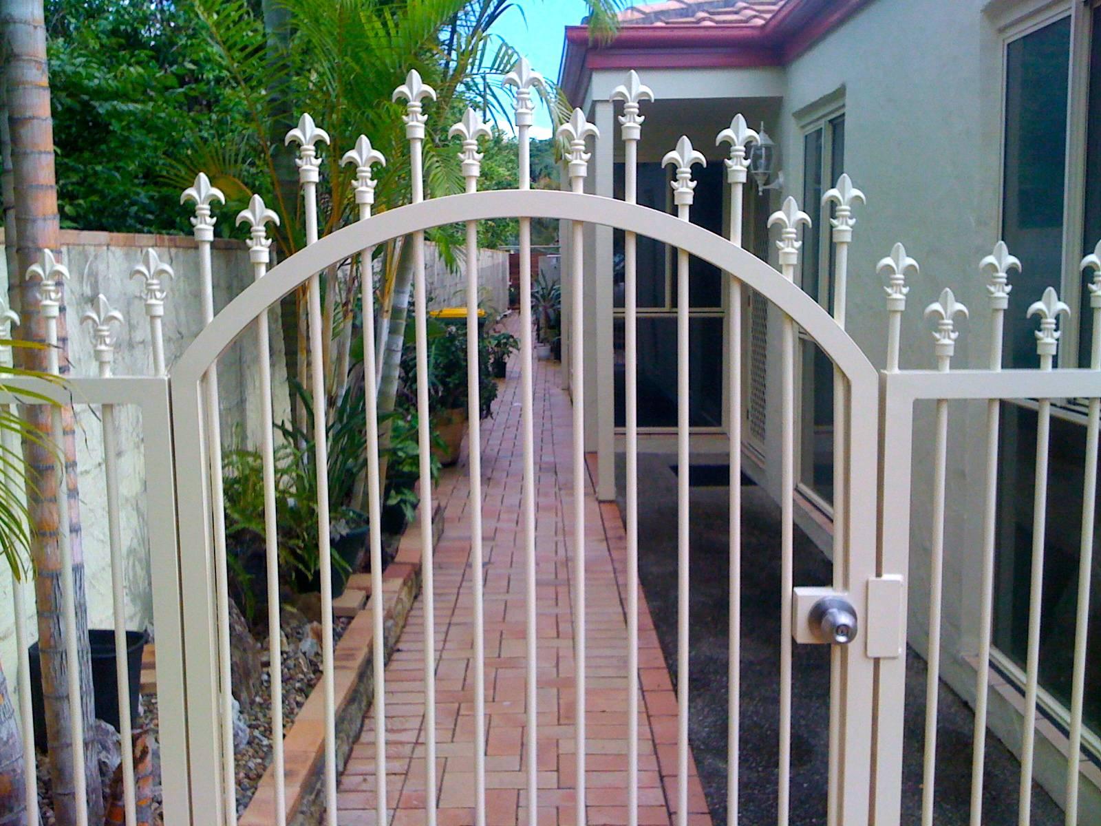 Spear top gate