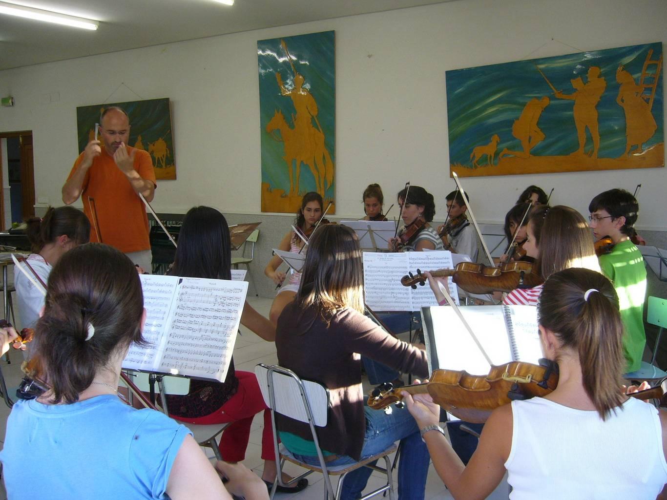 Ensayo de la Orquesta de E. Profesional