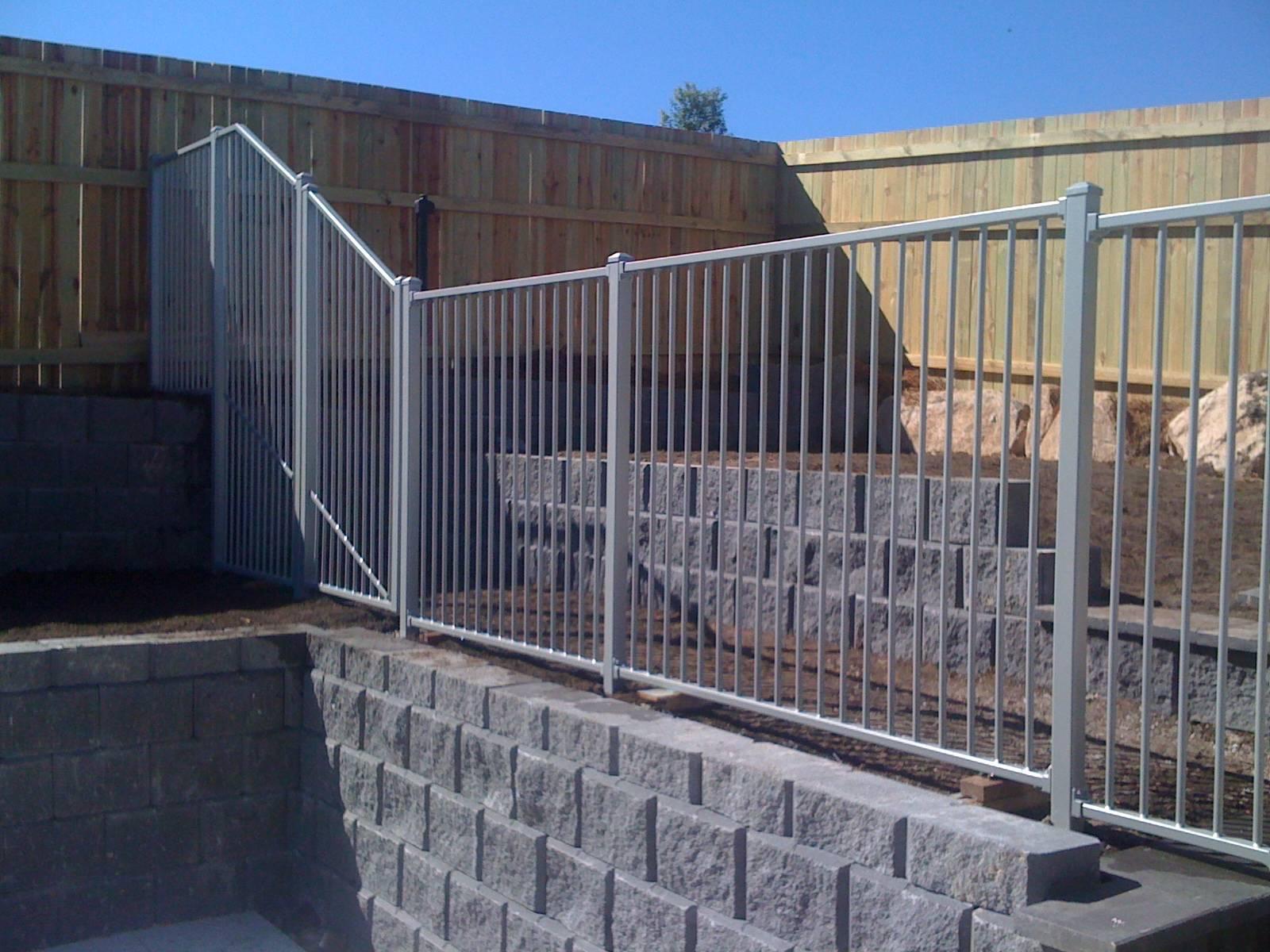 Flat top pool fencing