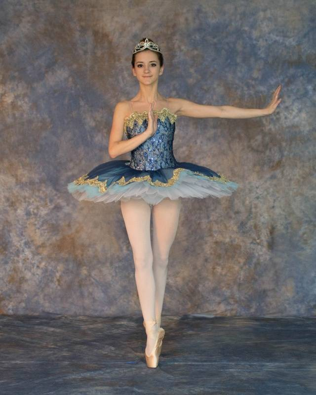 Pointe Ballerina