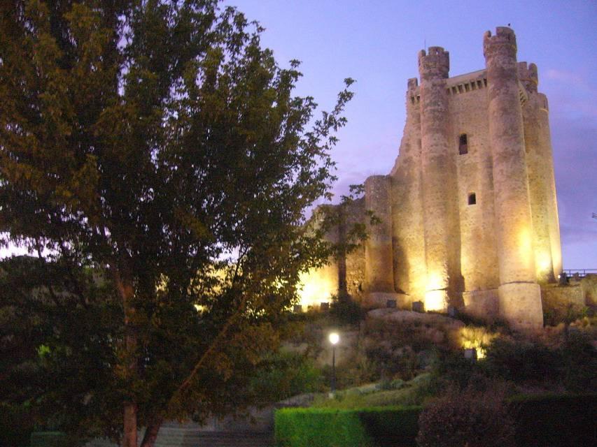 El Castillo vigilante...