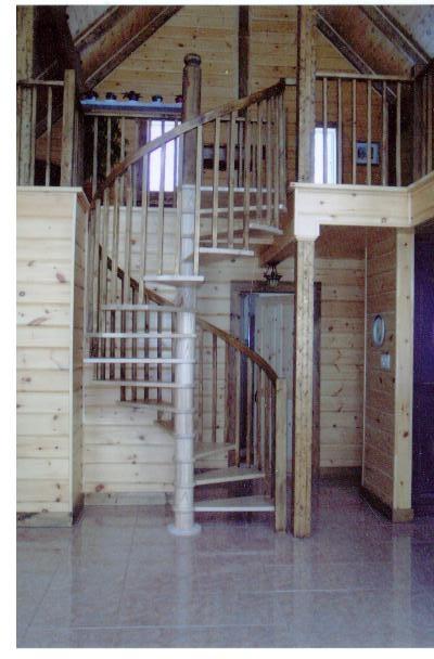 Escalier de bois, spiral, colimaçon