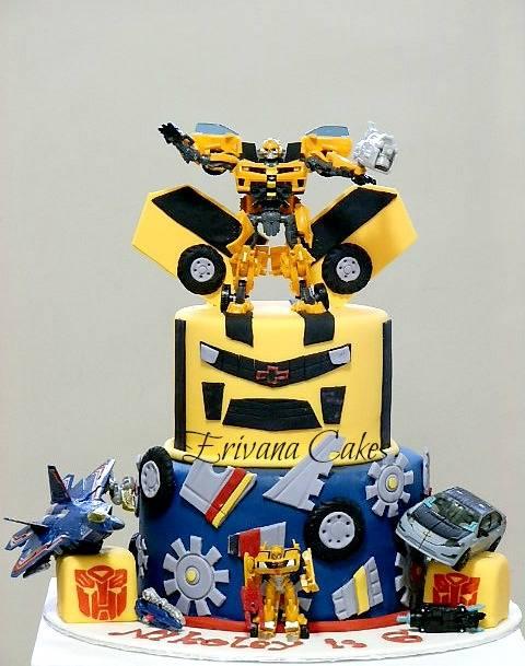 Bumblebee Transformer cake 3