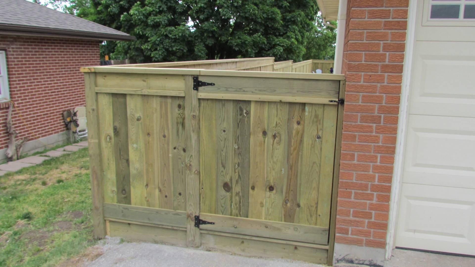 New Walkway Fence & Gate