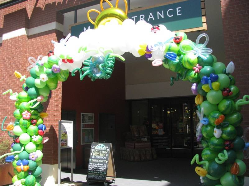 Large Balloon Arch at Dawson's Market - Earth Day