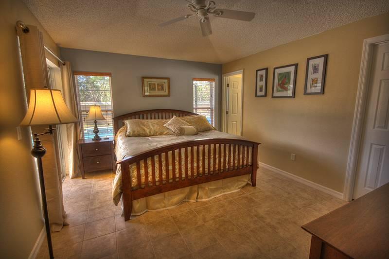 Master King Bedroom / walk-in closet