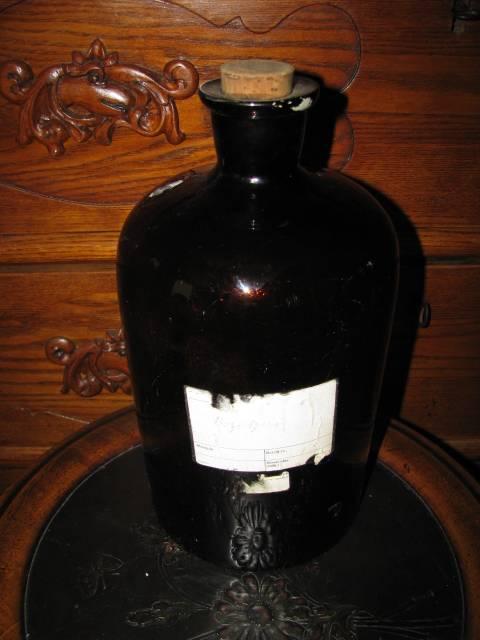 Farmacinis butelis. Kaina 16 Eur.