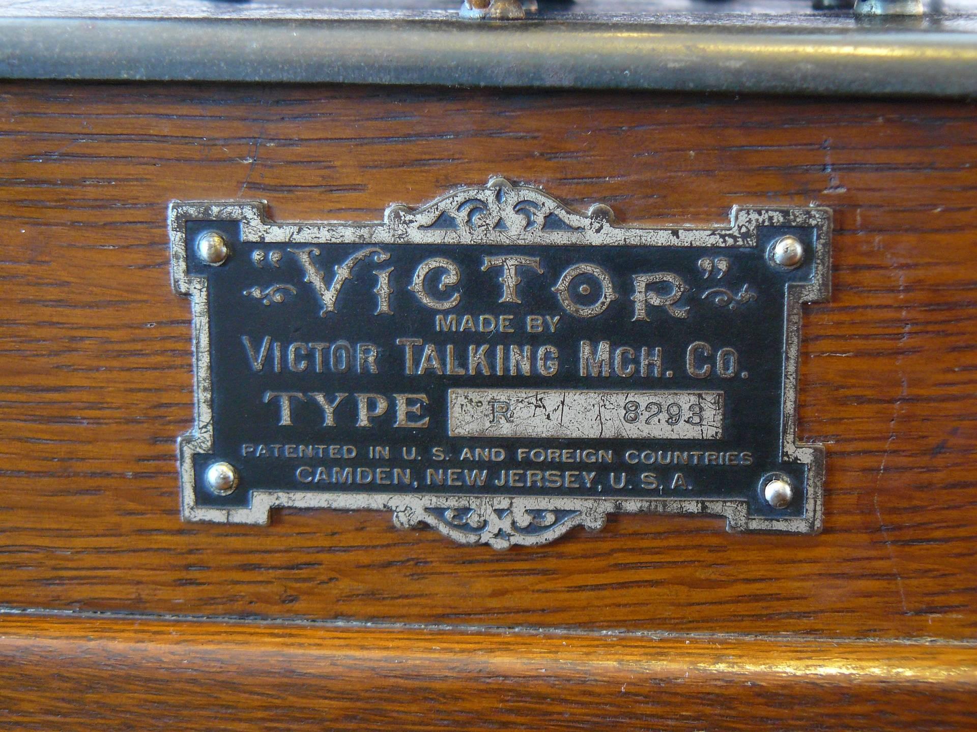 Victor R 7